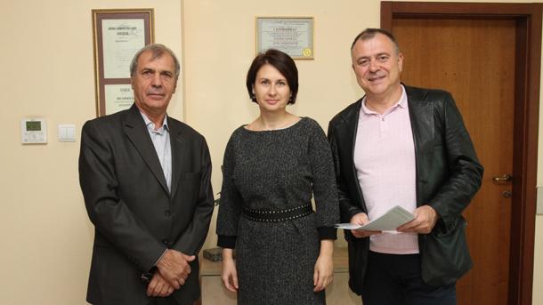 На фотографии: Василий Касса, Ирина Богоева, Александр Велев (слева направо)