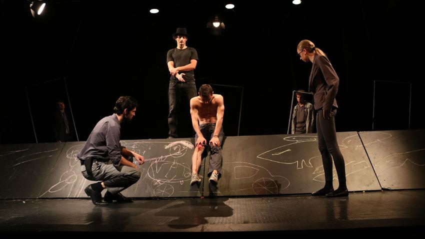 """Сцена от спектакъла """"Хамелин"""" на испанския драматург Хуан Майорга."""