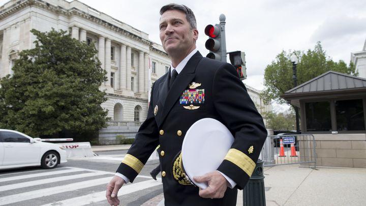 Лекарят на Белия дом контраадмирал Рони Джексън, който оттегли кандидатурата си за министър по въпросите на ветераните от войните.