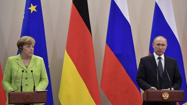 Руският президент Владимир Путин и германският канцлер Ангела Меркел, която