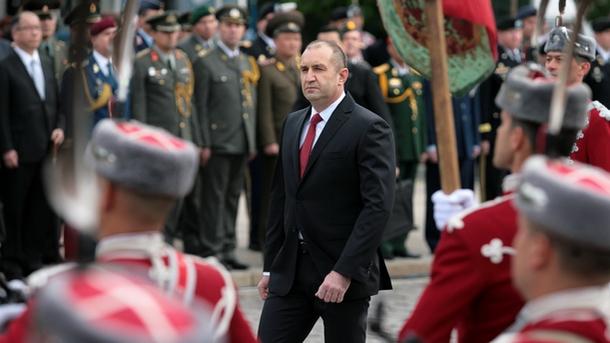 Президентът Румен Радев призова премиера, министрите и депутатите да запазят