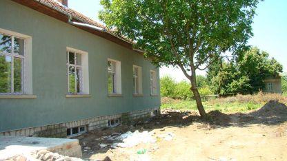 Училището в село Русаля