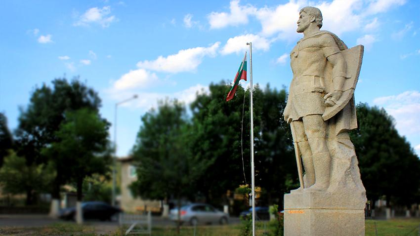 Паметникът на Момчил войвода в Момчилград