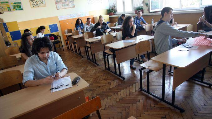 1700 седмокласници в 78 училища в страната решават тест по