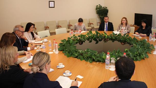 Znj. Petkova bahskë me përfaqësues të konsorciumit Shah Deniz