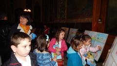 Деца от 7 детски градини подредиха свои рисунки в катедралния храм