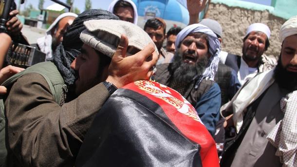 Кола-бомба се взриви по време на мирно събиране на афганистански
