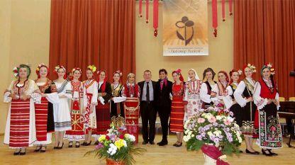"""Stefan Dragostinov ve """"Dragostinfolk"""" 20. kuruluş yıldönümü münasebetiyle düzenlenen konserde."""
