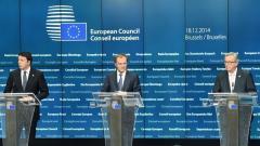Италианският премиер Матео Ренци, президентът на Европейския съвет Доналд Туск и председателят на ЕК Жан Клод Юнкер дават пресконференция след срещата