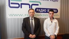 Екскурзоводите Емил Живков и Васил Василев ( от ляво надясно).