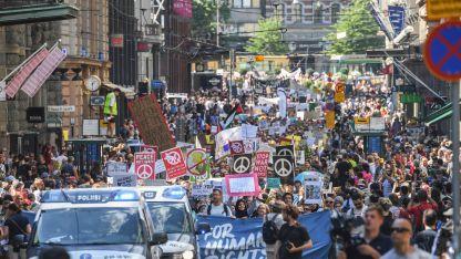 Стотици се включиха в демонстрации в Хелзинки в защита на човешките права и екологията преди утрешната среща на върха