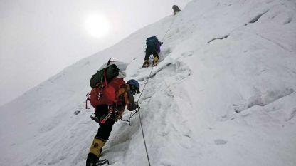 Алпинистът Атанас Скатов не покорява планината, а разговаря с нея