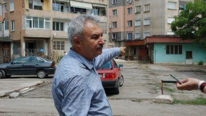 Кметът на Монтана Златко Живков по време на акцията за премахване на незаконни постройки в града.