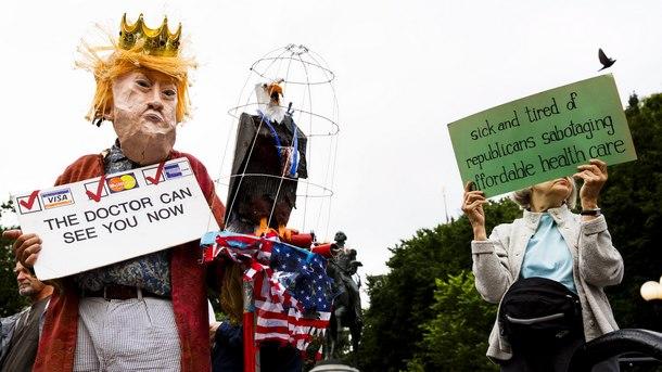 Протестиращи срещу отмяната на Обамакеър