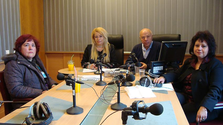Елка Костова, Анелия Торошанова, Захари Генов, Яничка Методиева (отляво надясно) в студиото на предаването.