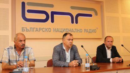 Мартин Минков, Александър Велев и Ивайло Савов (последният вдясно)