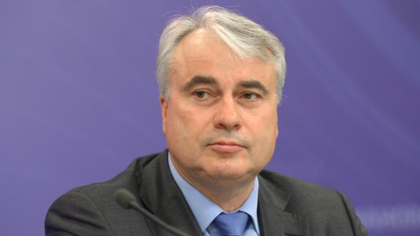 Павел Завални
