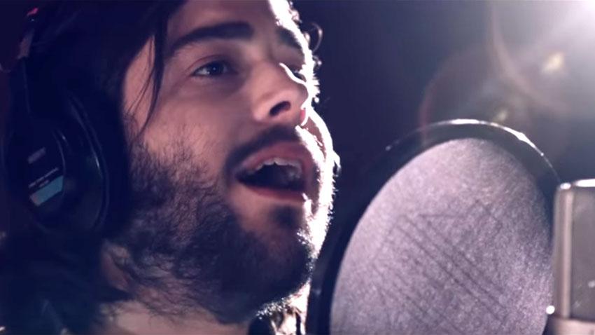 Момент от пеенето на Салвадор Собрал в студио, запечатан и в клипа новата песен