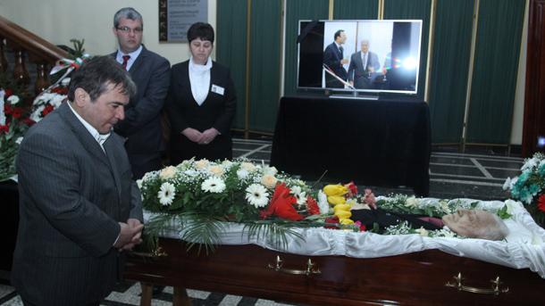Наим Сюлейманоглу се покланя пред Иван Абаджиев