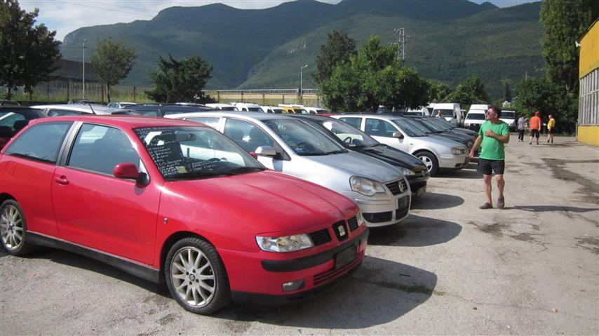 Българите масово карат коли втора употреба, като близо половината от