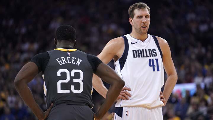 Новицки (в бяло) ще стане първият баскетболист с 21 сезона н НБА