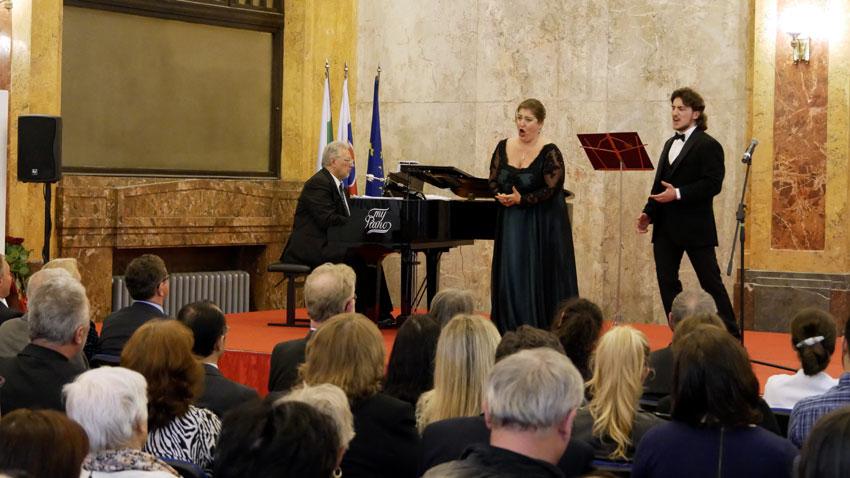 Габриела Георгиева и Божидар Божкилов по време на концерта