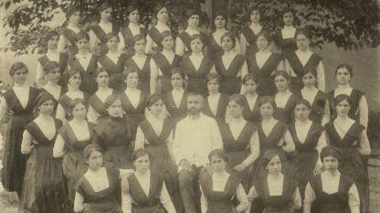 """Хор Бугарске женске гимназије """"Свети Благовести""""  у Солуну, 1911. г."""