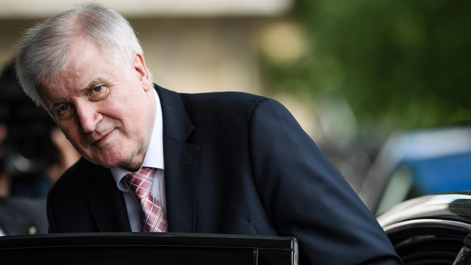 Германският вътрешен министър Хорст Зеехофер се надява тази седмица да