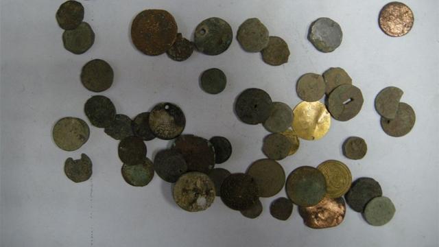 Стотици древноримски златни монети от пети век бяха открити при