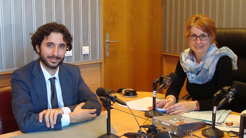 """Хайме Ермида, културно аташе на Испанското посолство у нас и водещата на """"Артефир"""" Невена Праматарова."""