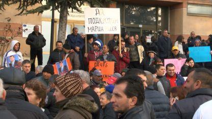 Регионалното управление по образованието в Пазарджик проверява дали ученици и учители от град Септември са участвали в митинга в подкрепа на кмета Марин Рачев.