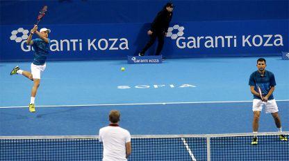 Кузманов (вляво) и Лазов ще играят тази седмица в Баня Лука.