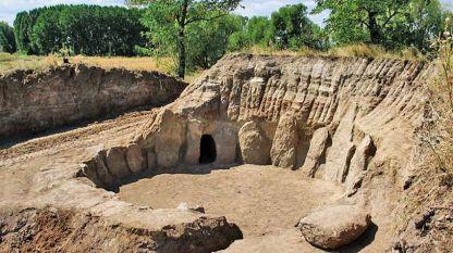 Το θρακικό ιερό κοντά στο χωριό Στάρο Ζελεζάρε κατά την ανακάλυψή του το 2004