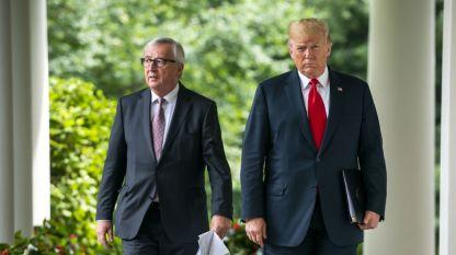 Жан-Клод Юнкер (вляво) и Доналд Тръмп.