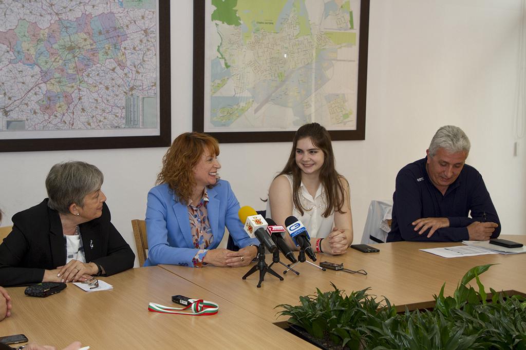 Иванка Сотирова и Красимира Чахова пожелаха успех на Мария Делчева и нейния треньор Слънчезар Цанков