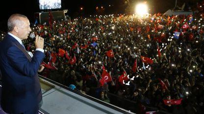 Ердоган говори пред събрало се множество след изборния ден