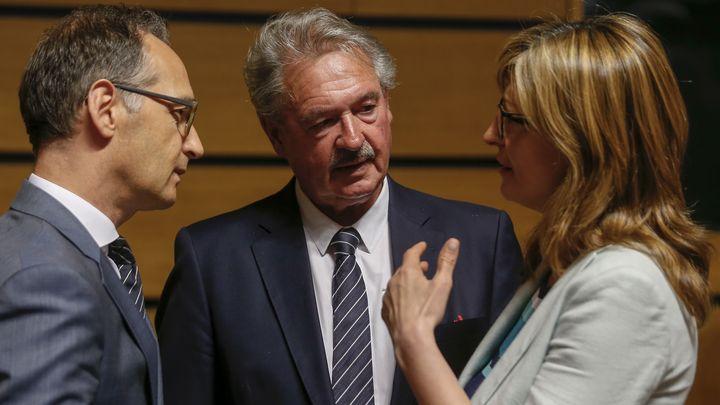 """Външният министър Екатерина Захариева разговаря със свои колеги преди Съвет """"Външни работи"""" в Люксембург."""