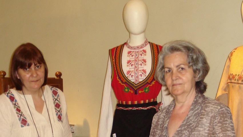 Стойка (справа) и Златка Попови