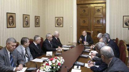 """Румен Радев разговаря на """"Дондуков"""" 2 с ръководството на Съюза на офицерите и сержантите от запаса и резерва."""