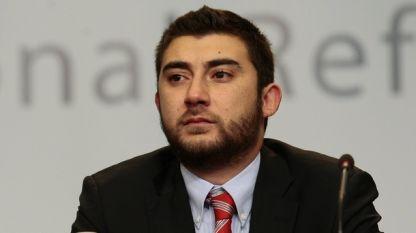 Председателят на столичната общинска комисия по транспорт Карлос Контрера, който е от ВМРО