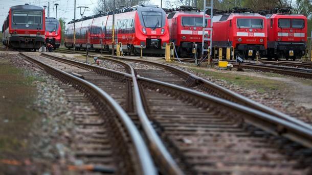 Предупредителна стачка на германските железници спря целия влаков транспорт в