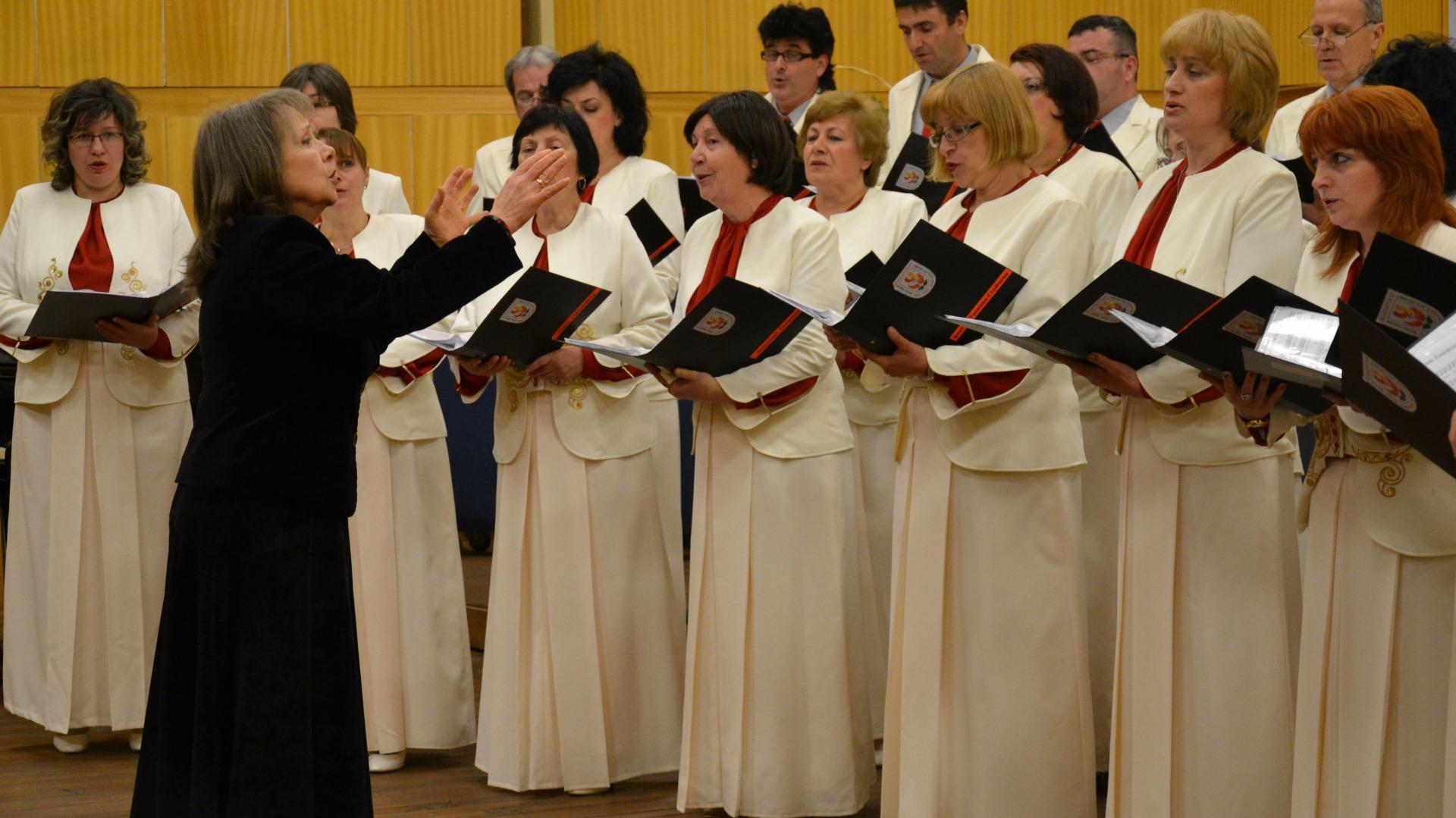 "Представителен хор ""Ален мак"", диригент Йоланта Лазарова"