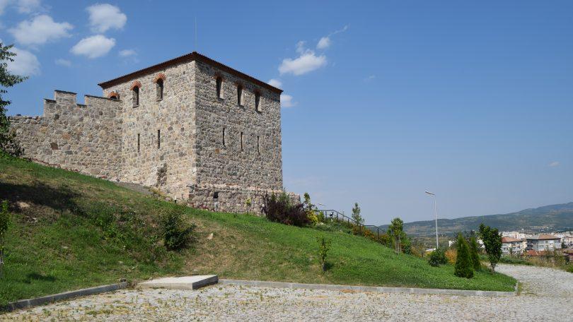 Крепостта Перистера край Пещера