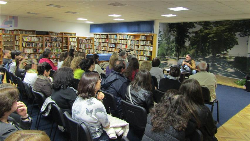 Нидал Алгафари сред читатели във Видин, Снимка: Ваня Минева