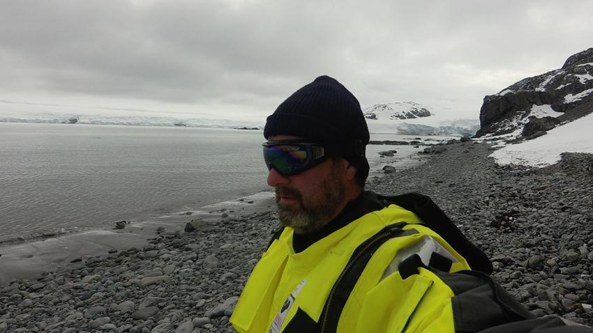 Доц. д-р Борислав Александров по време на 26-ата българска антарктическа експедиция