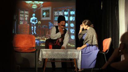 """Сцена от спектакъла """"Бай Ганьо"""" на Одески български драматичен театър."""