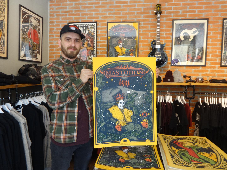 Дидо Пешев с плаката, който е нарисувал за Mastodon
