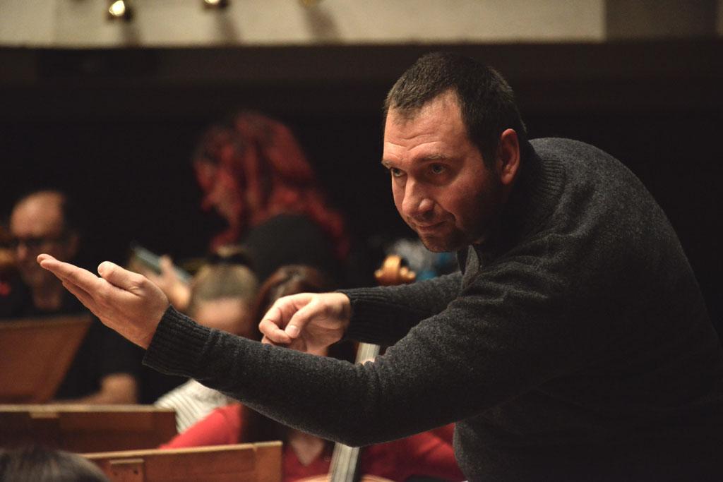 Една от критиките при първата премиера на операта през 37-а