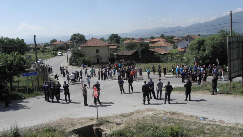 Защо жителите на община Гърмен продължават да недоволстват срещу ромското гето
