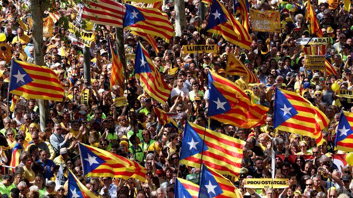 Над 300 000 души излязоха на митинг в Берселона в подкрепа на независимостта на Каталуния.